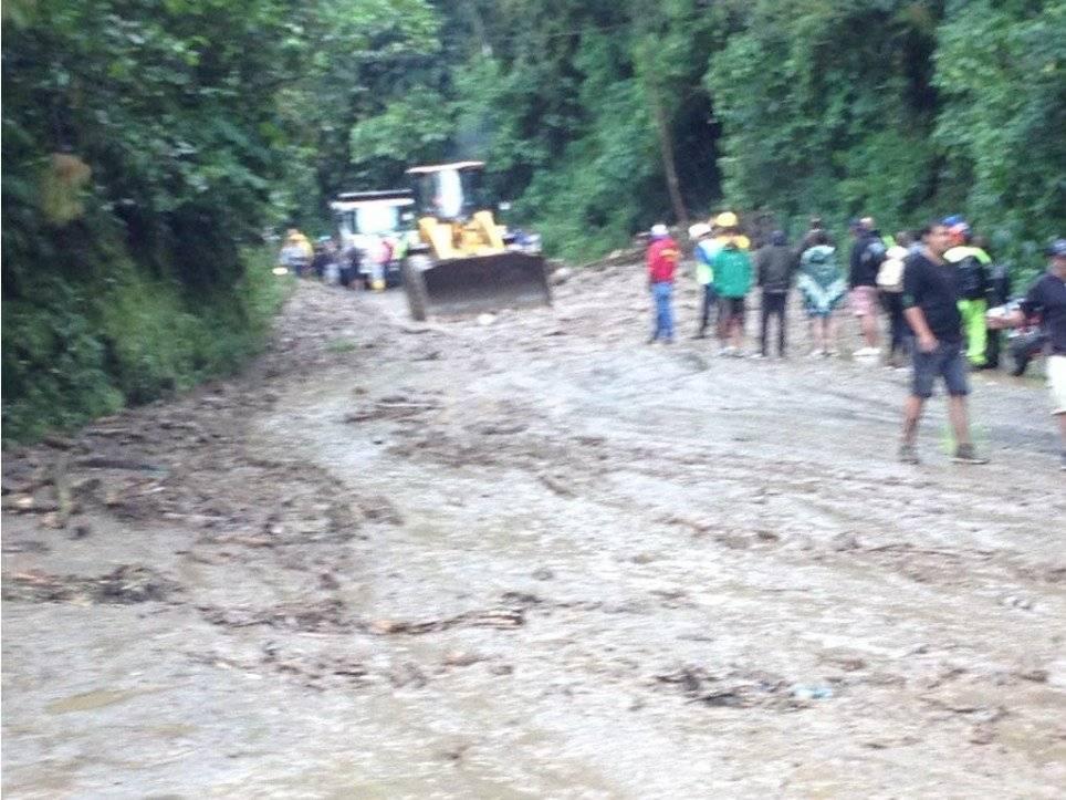 deslizamiento de tierra en la vía Calacalí – La Independencia