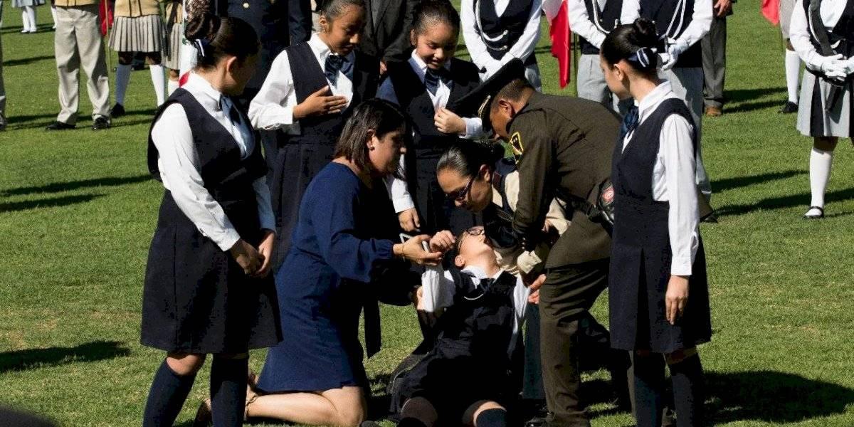 Altas temperaturas provocan desmayos en ceremonia por Día de la Bandera