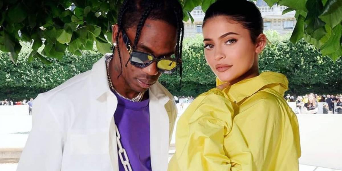 Captan a Kylie Jenner y Travis Scott en una salida junto a su hija Stormi