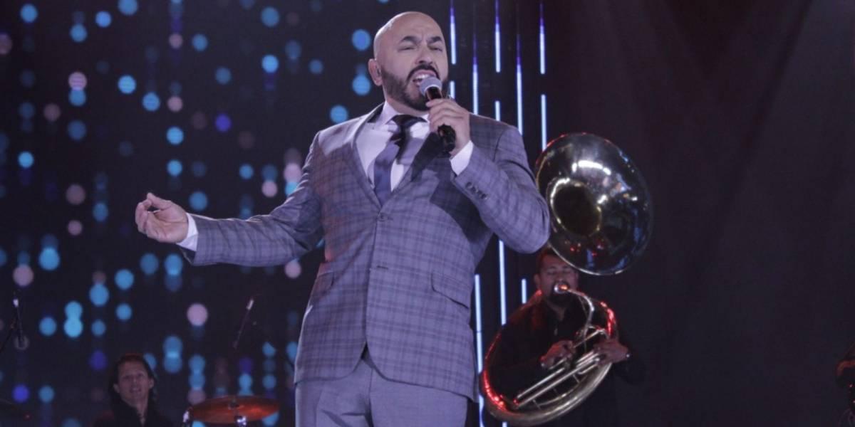 Lupillo Rivera cantó con lágrimas en los ojos el dueto con Jenni en la final de La Academia
