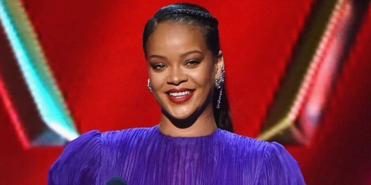 """""""No podemos dejar que la insensibilidad se filtre"""": Rihanna pide unión para arreglar al mundo al recibir premio NAACP"""