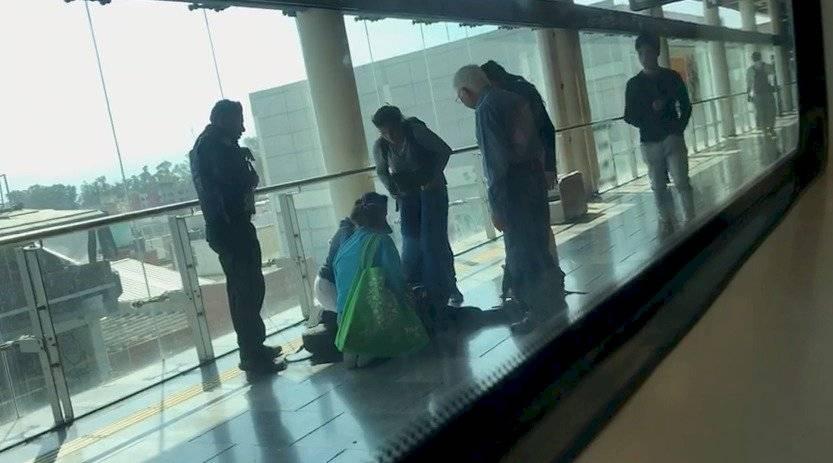 Joven se desmaya al interior del Metro de la CDMX