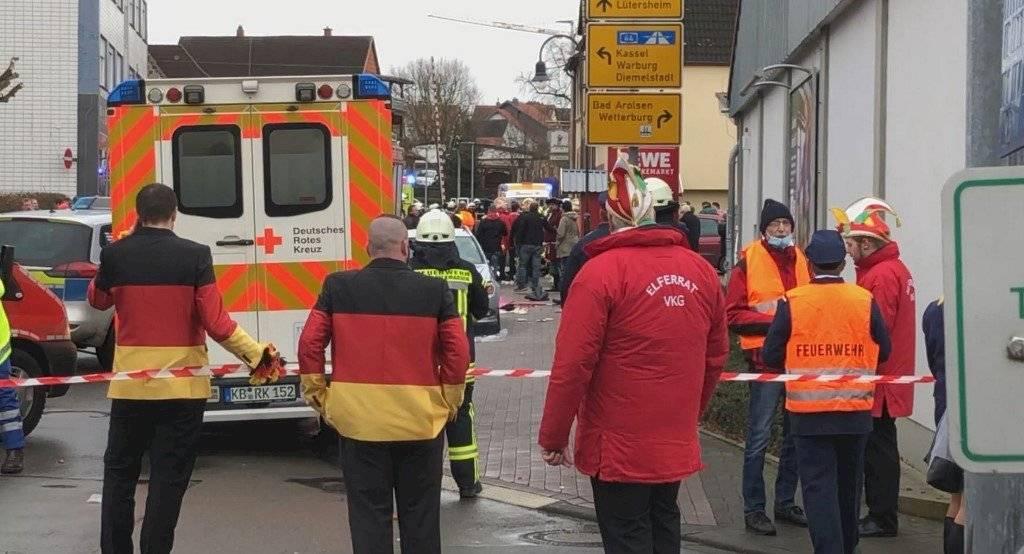 Un vehículo atropella a una multitud en un carnaval en Alemania
