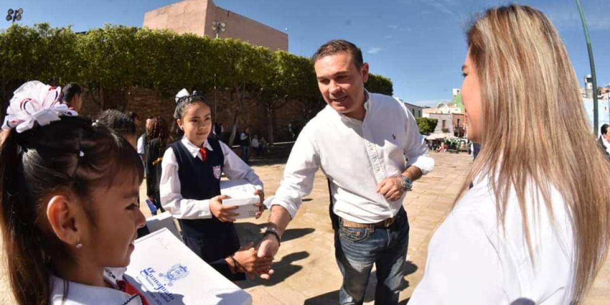 Alcalde de Guanajuato niega la entrega de zapatos 'chafas'