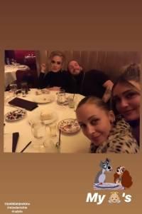 Amiga de Adele sube fotos de cena con ella