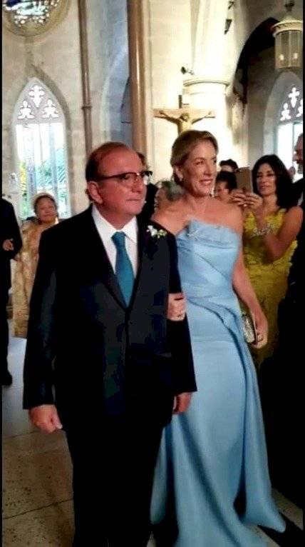 Alvaro Noboa bailó durante la recepción de la boda de su hija