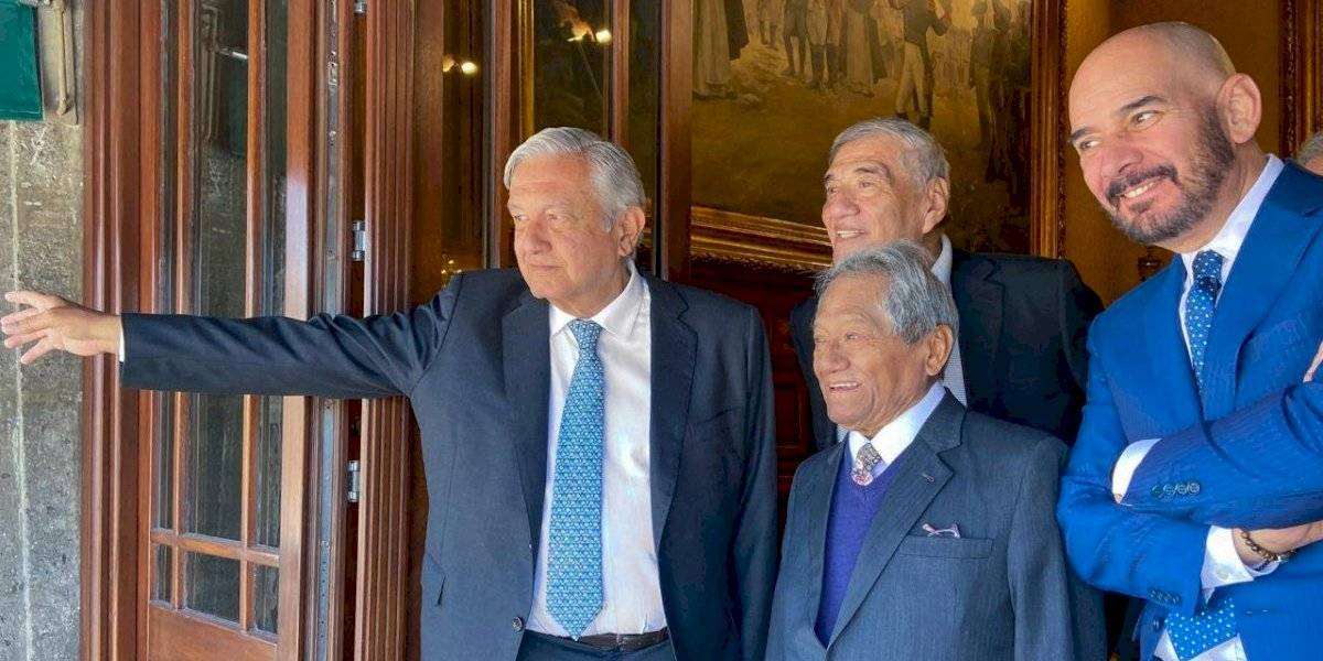 López Obrador recibe a Armando Manzanero en Palacio Nacional
