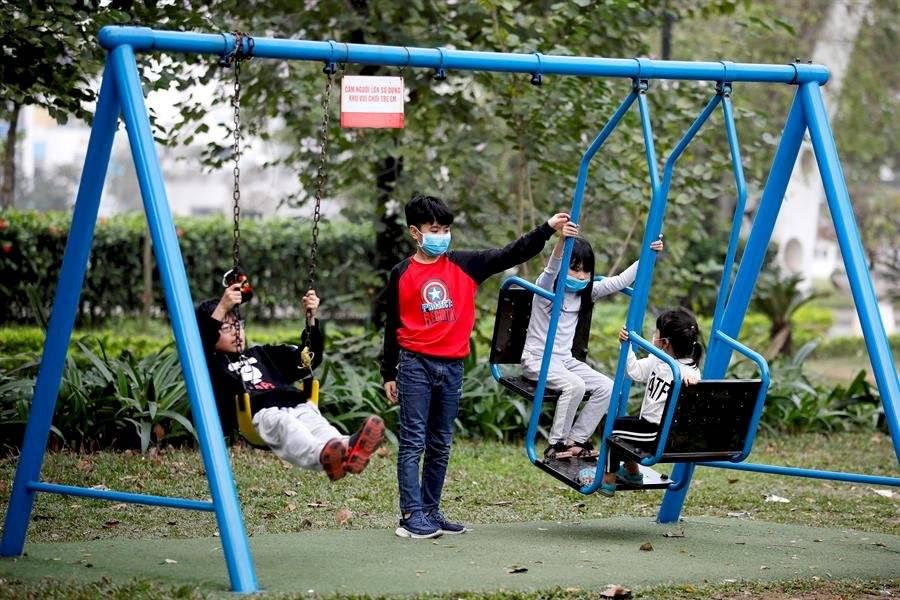 Las largas vacaciones de los niños vietnamitas por el COVID-19