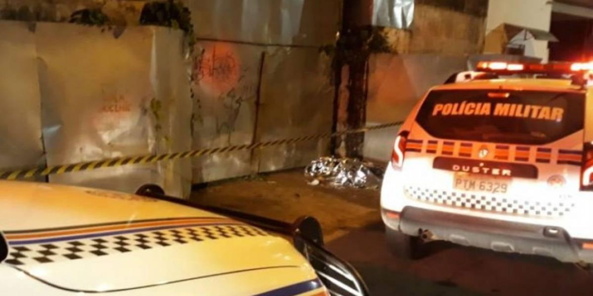 Mulher morre eletrocutada ao urinar perto de tapume de zinco em São Luís
