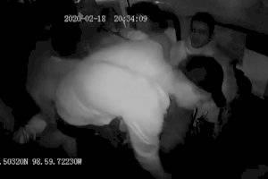 https://www.publimetro.com.mx/mx/destacado-tv/2020/02/25/ladrones-golpean-mujer-policia-le-roban-chaleco-antibalas-asalto-combi.html