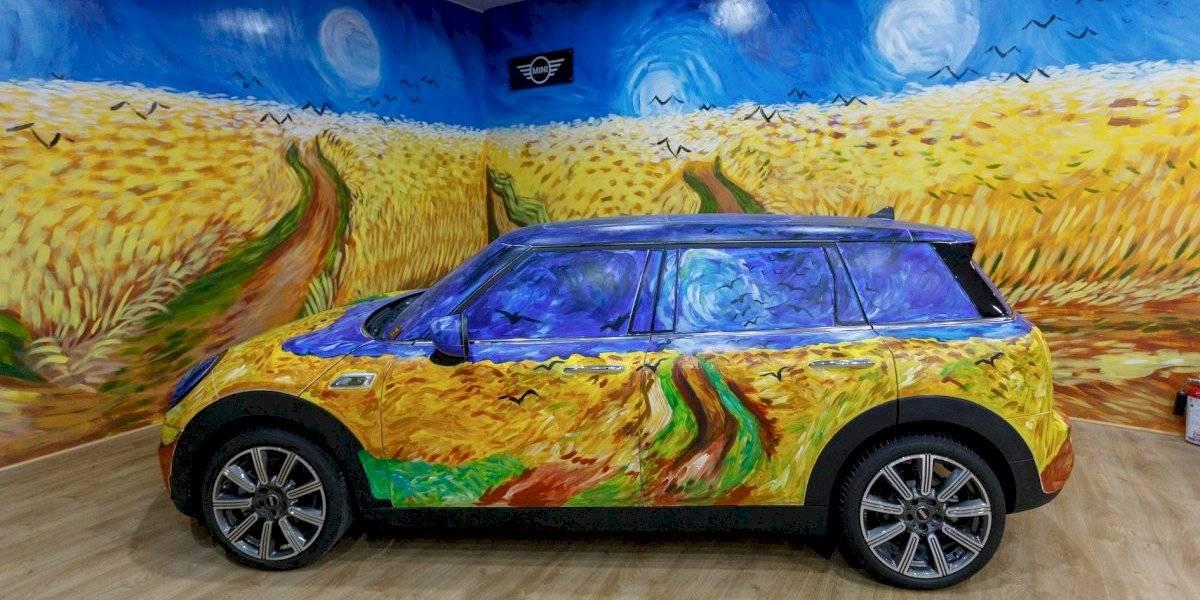 Exhibición multisensorial de la obra de Van Gogh llega a la CDMX, ¡con un MINI Clubman intervenido!
