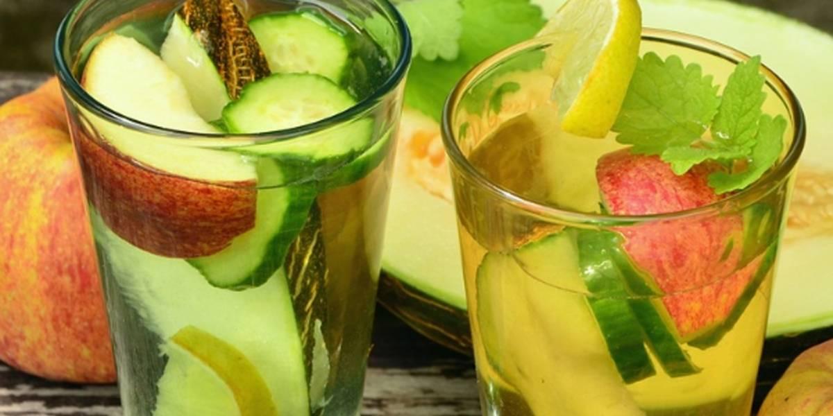 Así se prepara el agua de pepino con limón para bajar de peso
