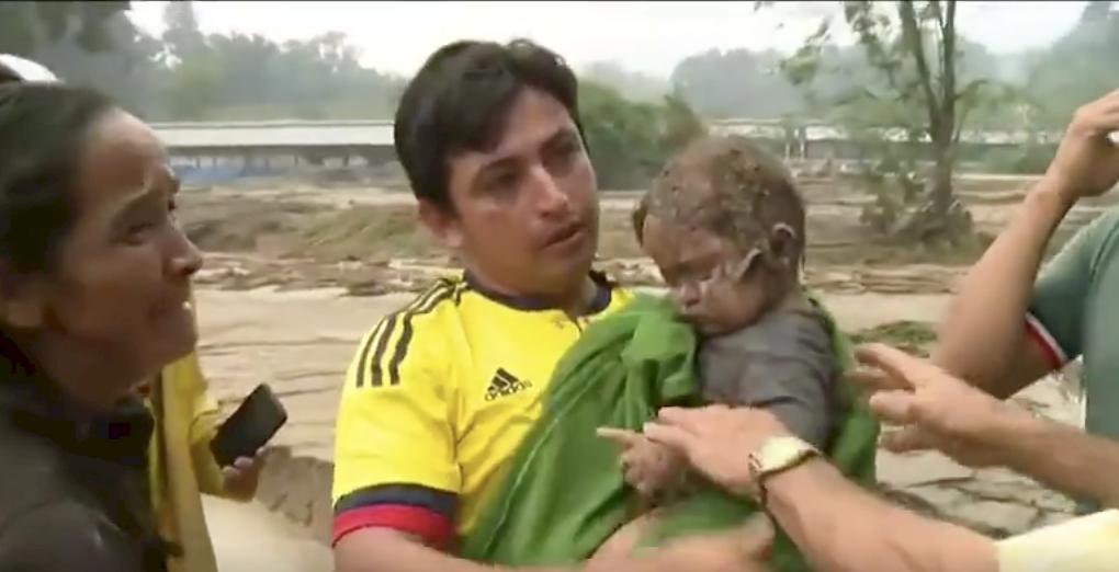 Encuentran a bebé bajo el lodo en Piedecuesta, Santander