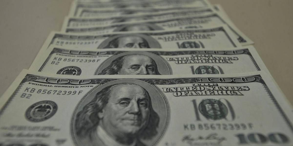 Dólar comercial fecha abaixo de R$ 5 pela primeira vez em duas semanas