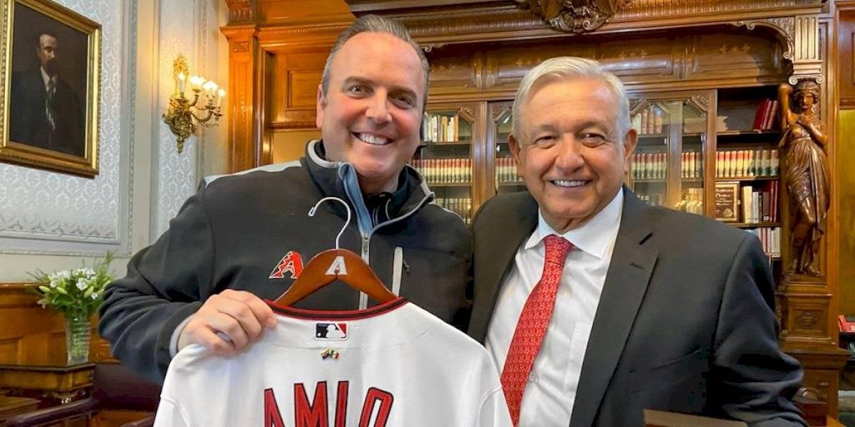 López Obrador se reúne con miembros de los Arizona Diamondbacks