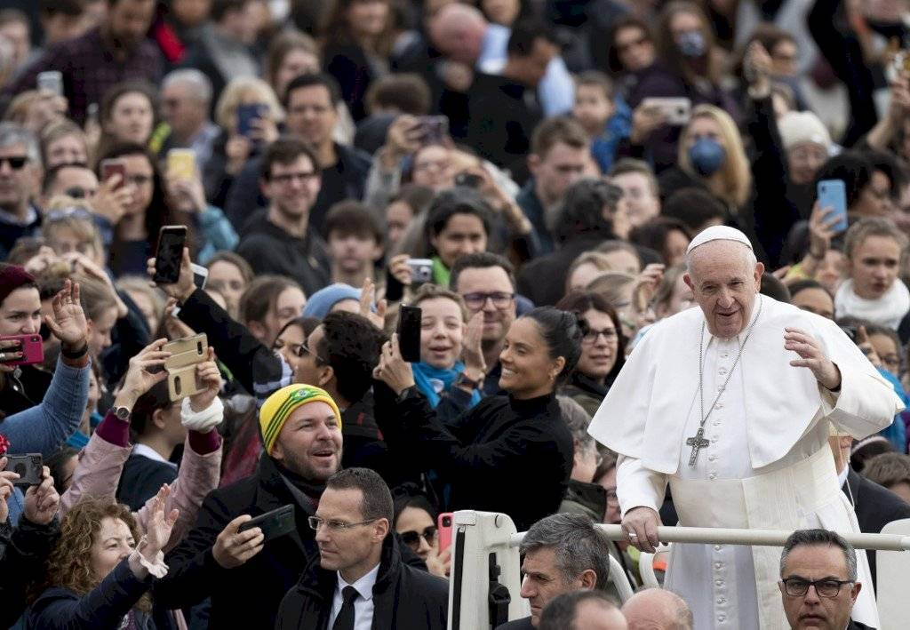 Papa Francisco se resfría; cancela misa en Roma
