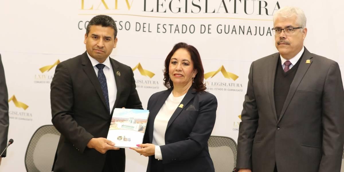 Fiscal de Guanajuato presenta su informe en 5 minutos
