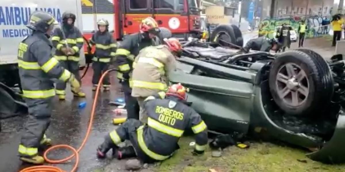Fatal accidente en Quito: un vehículo cayó desde el intercambiado de la Galo Plaza Lasso