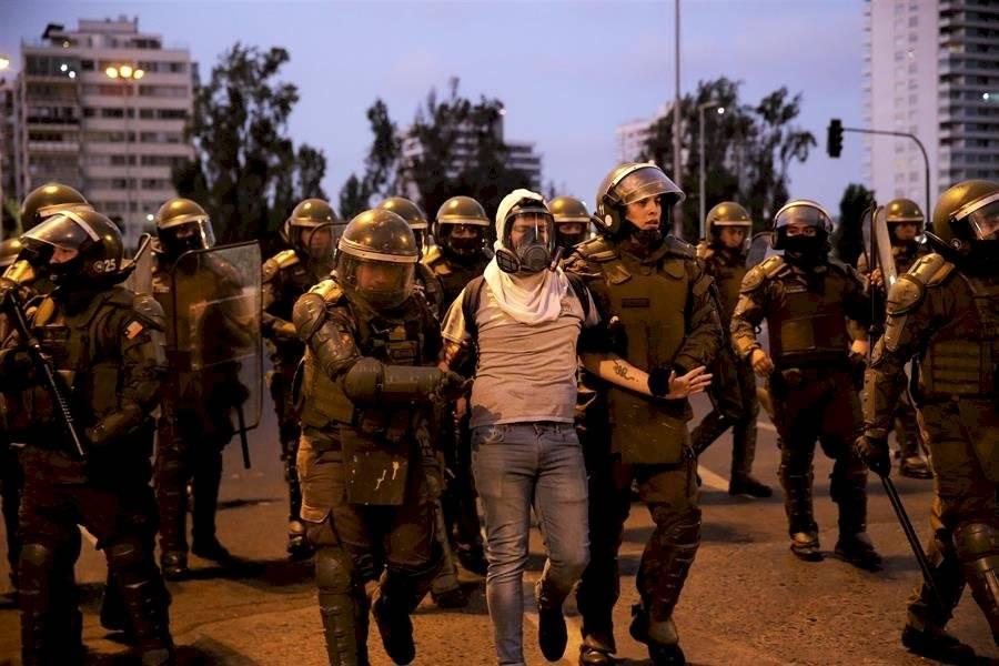 Policía chilena reprime una protesta pacífica contra el festival de Viña del Mar