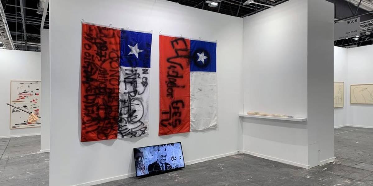 Obras sobre Fidel y el dictador Franco y una bandera del estallido chileno sorprenden en la principal feria artística de España