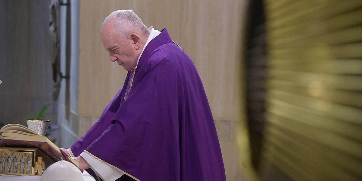 Papa suspende misa en Roma por un resfriado