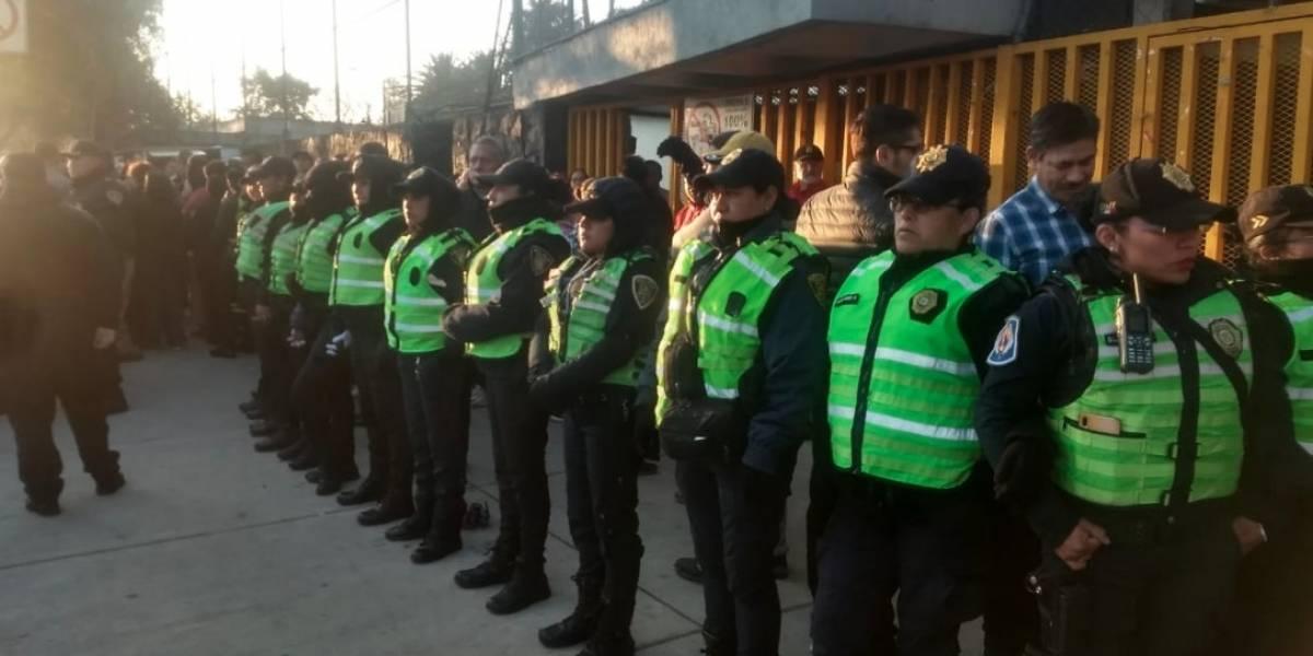 Encapuchados se enfrentan con policías y toman instalaciones de Prepa 5