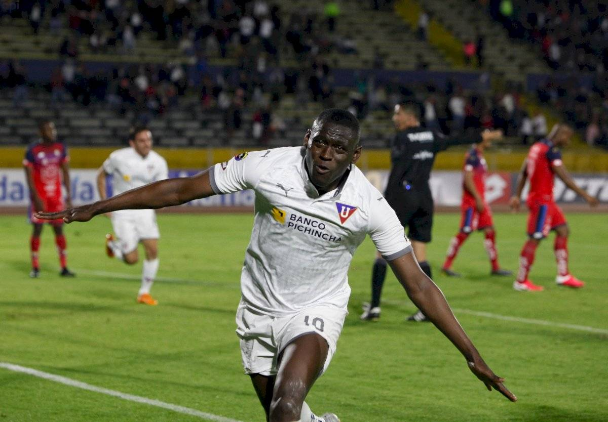 Caída tras caída de El Nacional, Liga de Quito los goleó en el Atahualpa