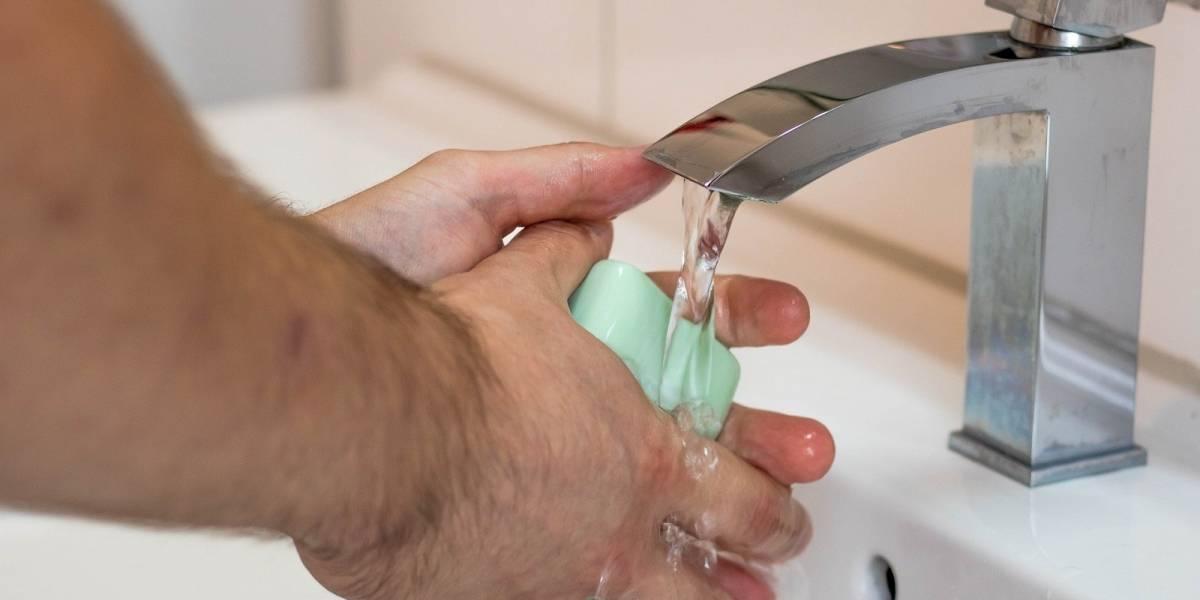 ¿Por qué lavarse las manos es una medida efectiva contra el coronavirus?