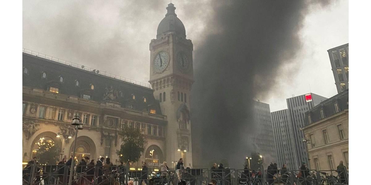 Incêndio de grandes proporções acontece em Paris