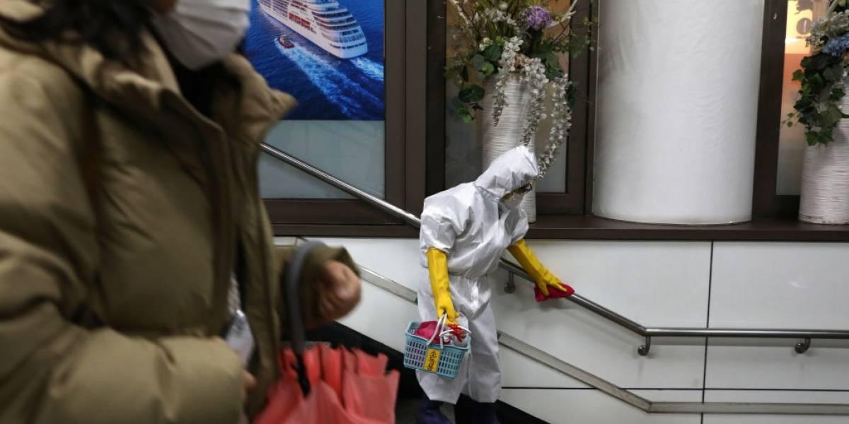 Coronavírus: paciente infectada cospe em enfermeiro para contaminá-lo