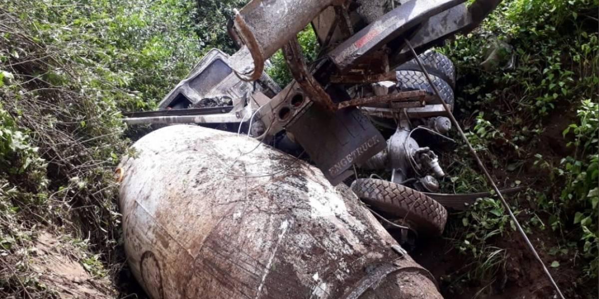 Quito: heridos tras accidente de tránsito de un camión mezclador de concreto