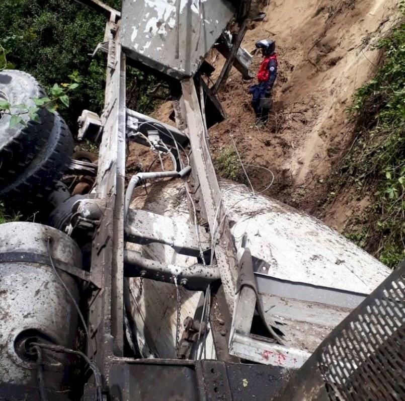 Camión sufrió accidente al norte de Quito