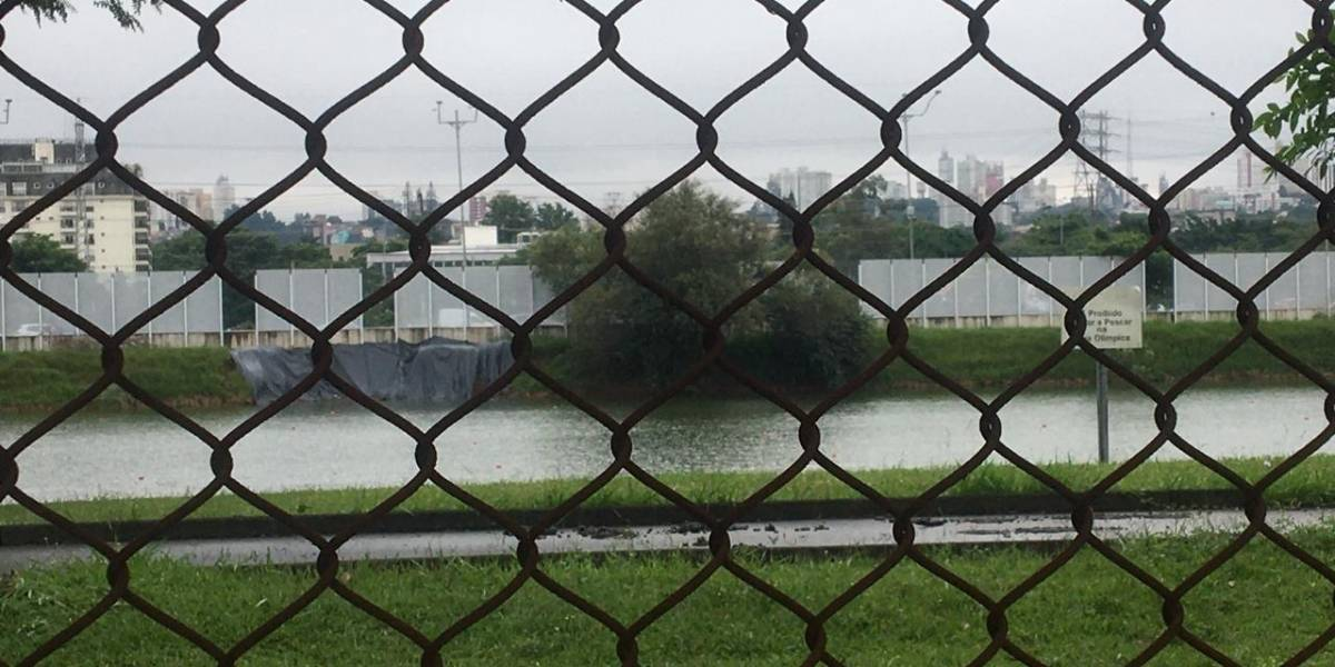 Após quase dois anos da inauguração, vidros da raia olímpica da USP continuam quebrando