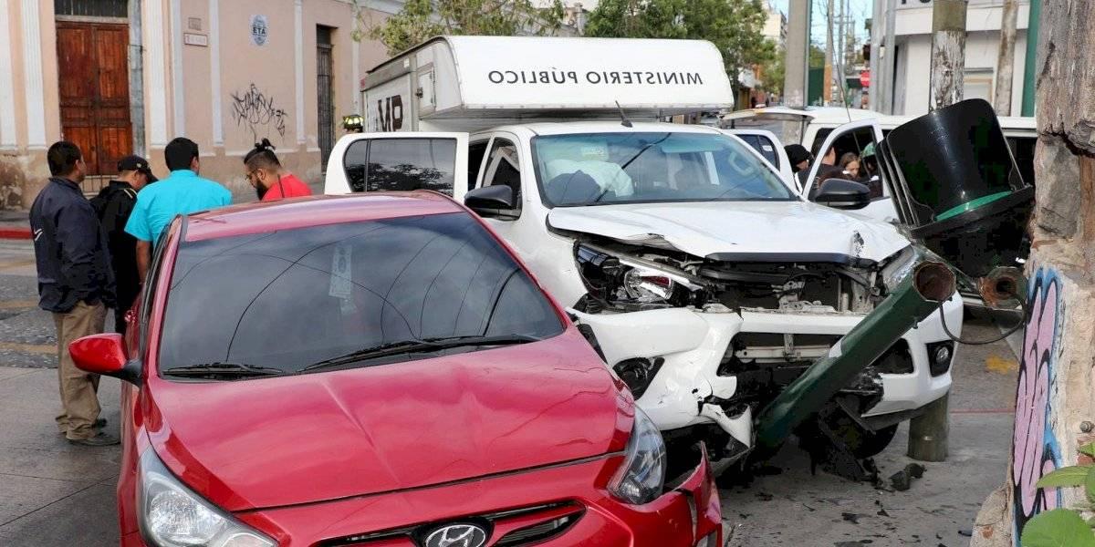 Vehículo del Ministerio Público involucrado en un accidente en zona 1