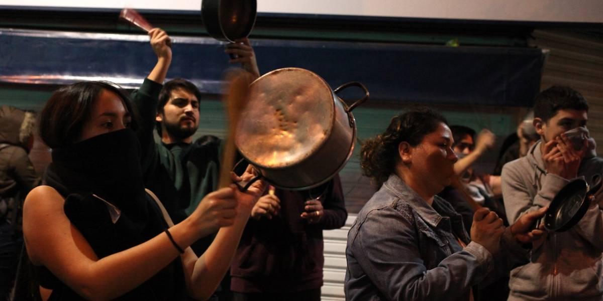 Norte, centro y sur: cacerolazos a lo largo de Chile culminan primera noche de marzo
