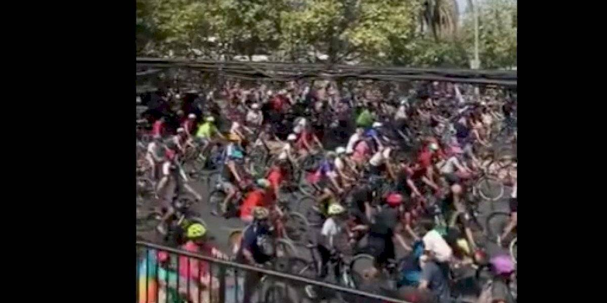 """Caravana de ciclistas por el """"Apruebo"""" dan inicio a marzo en la previa al Super Lunes y se dirigen al sector oriente"""