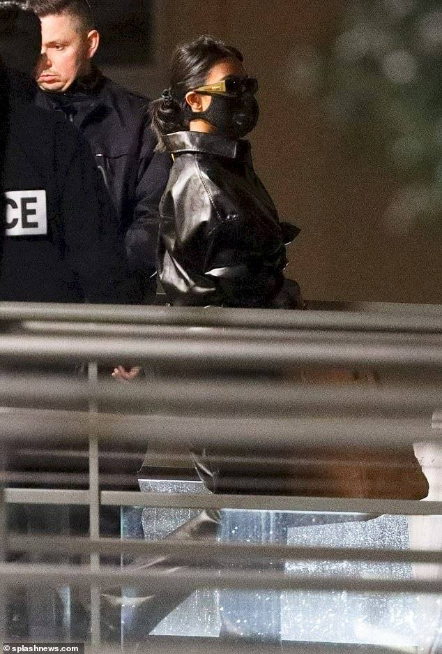 Kim Kardashian y Kourtney desafian el coronavirus y llegan a París deslumbrando con sus oufits de látex
