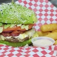 Foodtruck en Aguada crea deliciosas hamburguesas con tapas de aguacate