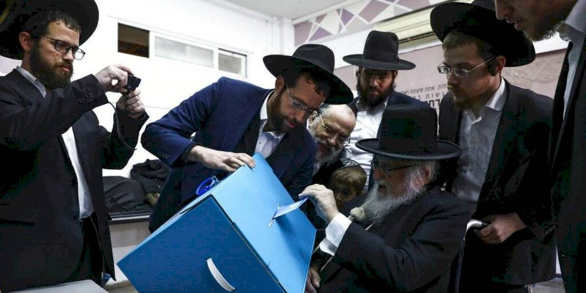 Israelíes votan en sus terceras elecciones en un año