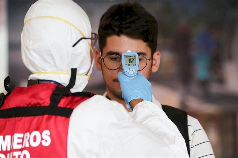 Autoridades refuerzan controles en aeropuertos ante Coronavirus