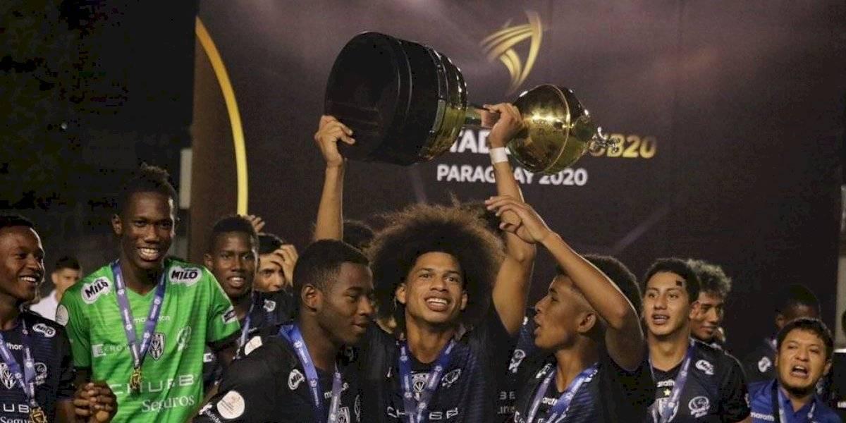 Independiente del Valle presumió el trofeo que le falta a Liga de Quito