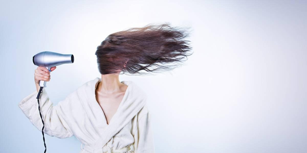 4 hábitos comuns que podem danificar seu cabelo