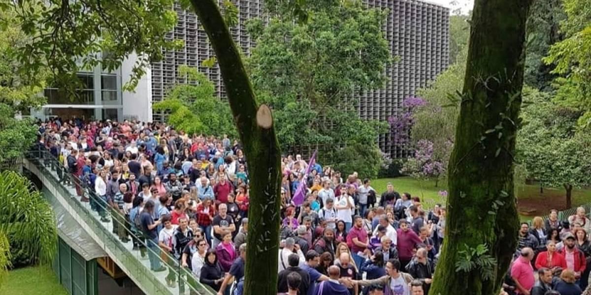 Em meio à manifestação de servidores, Alesp aprova reforma da Previdência