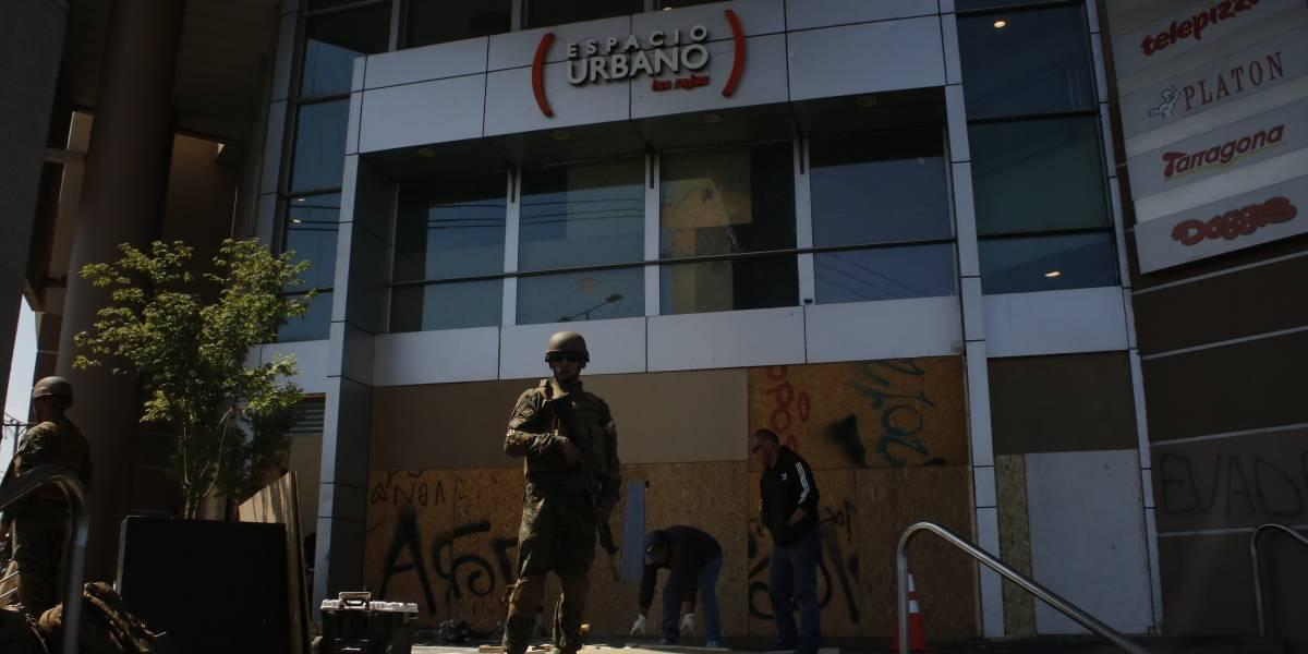 Sin detenidos: saquean cuatro locales de centro comercial en Estación Central