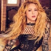 Shakira y el vestido dorado con el que evocó a una diosa griega