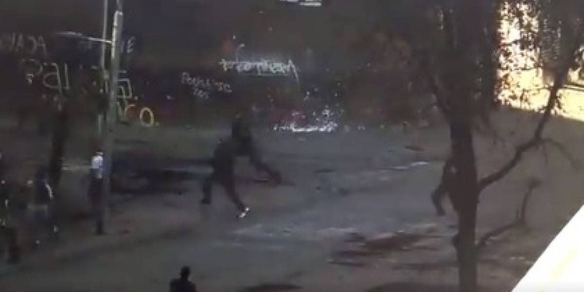 "Videos muestran estrategia sorpresa de Carabineros que logra captura masiva de manifestantes de la ""Primera Línea"""