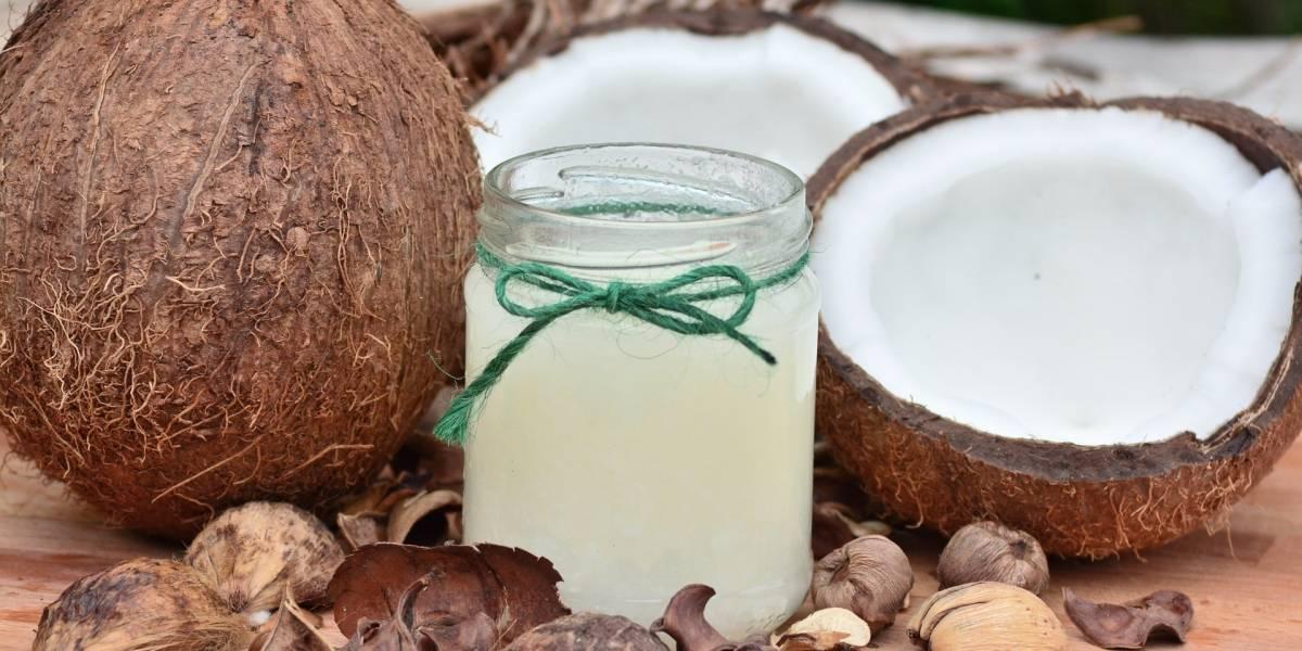 Máscara de abacate e óleo de coco para hidratar a pele profundamente