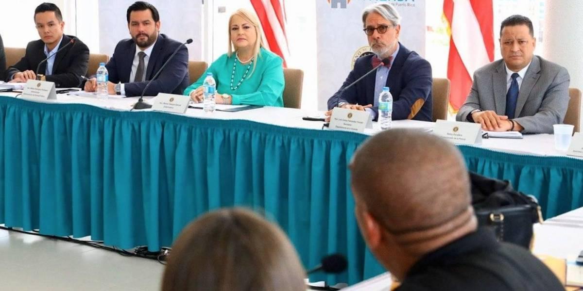 Gobernadora se reúne con líderes comunitarios de residenciales públicos