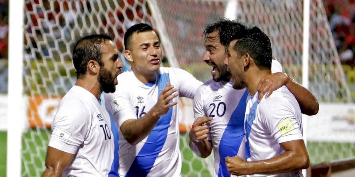 """Aficionados muestran cuánto extrañan a Carlos Ruiz y Marco Pappa en la """"Sele"""""""