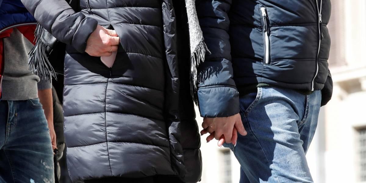 Ni besos ni apretones de mano para frenar el coronavirus: medidas de Italia